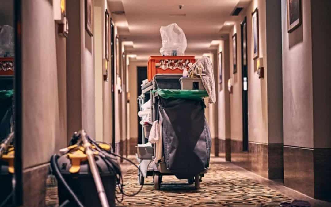 Hotel in Amsterdam is gedurende de corona- pandemie niet verplicht om schoonmaakdiensten af te nemen